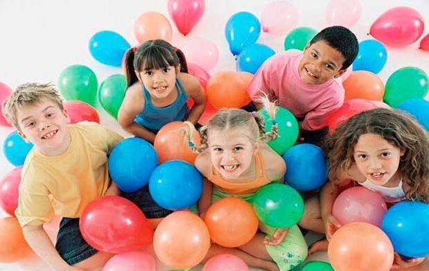 Fiesta de cumpleaños infantil y merienda