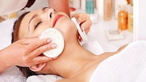 Higiene facial con peeling ultrasónico y punta de diamante