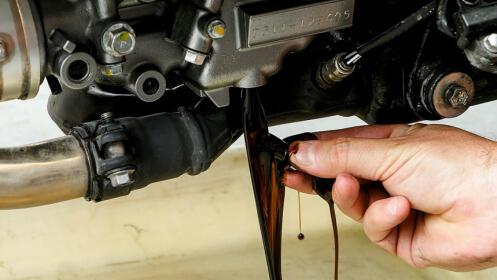 Moto: cambio de aceite y filtro junto a Hipercor