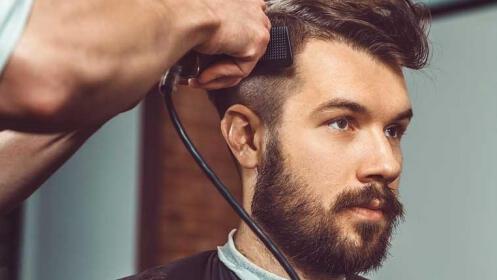 Corte caballeros con peinado, opción arreglo barba