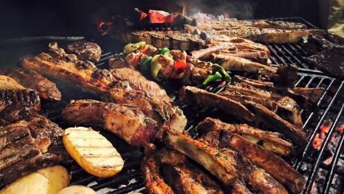 Parrillada argentina para 4 + entrantes + postres + bebidas