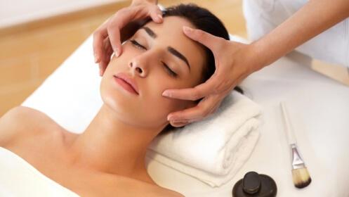 Sesión de tratamiento facial, opción peeling ultrasónico