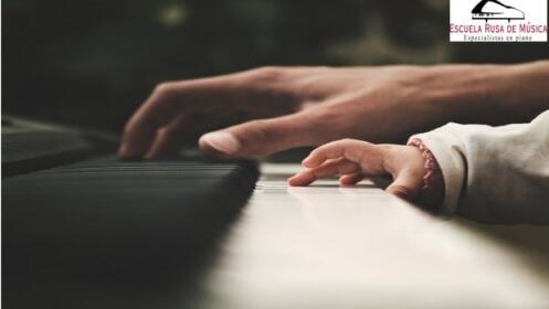 1 mes Clases de Piano o Violin al 50%