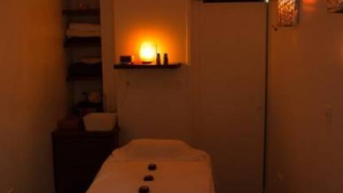 2 masajes relajantes con piedras calientes