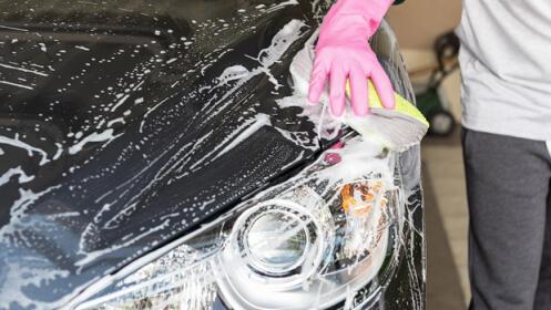 Lavado manual de coche con tapicería junto a Hipercor