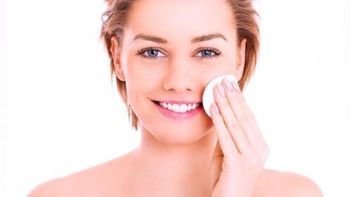 Tratamiento facial con limpieza, microdermoabrasión e hidratación