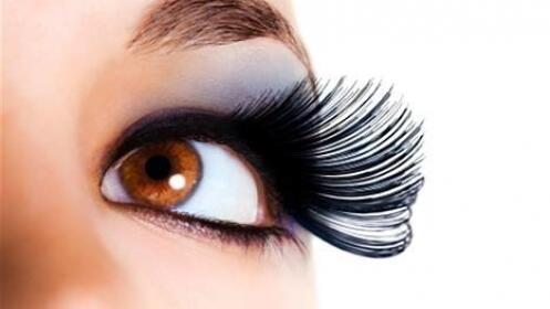Extensión de pestañas pelo a pelo hasta 90 pestañas